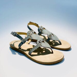 Sandalo donna infradito azzurro pelle fondo gomma basso artigianale