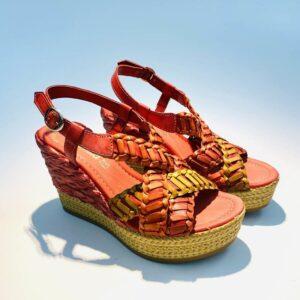 Sandalo donna zeppa alta pelle fondo gomma colorata corallo artigianale made in italy samoa