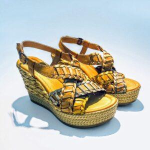 Sandalo donna zeppa alta pelle fondo gomma colorata ocra artigianale made in italy samoa